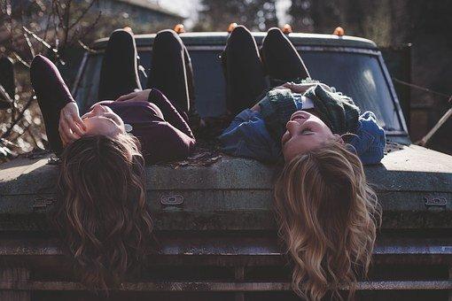 Le funzioni dell' amicizia nel corso della vita, dall'infanzia alla vecchiaia